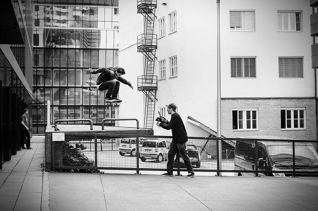 Into-the-vally-skateDeluxe