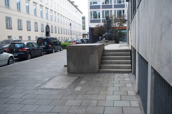 maxburg-manual-ledge