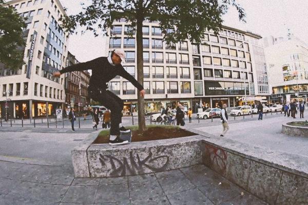 salut-skateboards-team-meeting