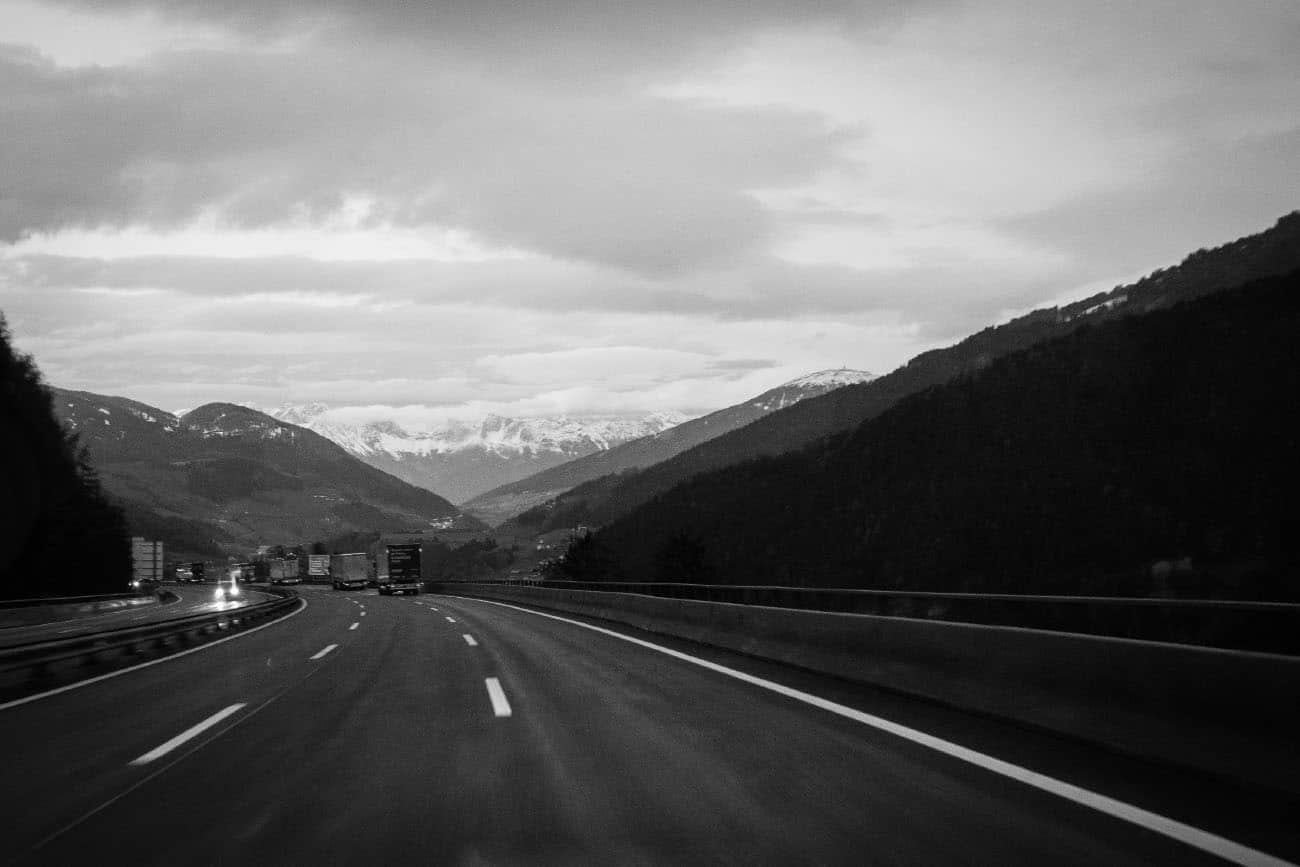 crossing-borders-andre-gerlich-irregularskatemag-skateboarding-fabian-reiichenbach-autobahn